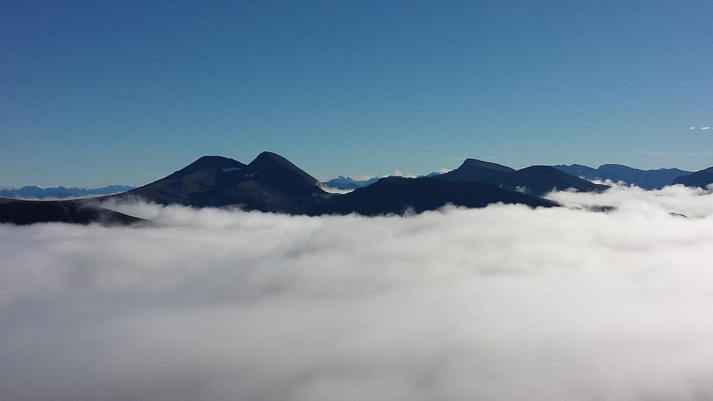 Østover mot fjellene rundt Ørskogfjellet