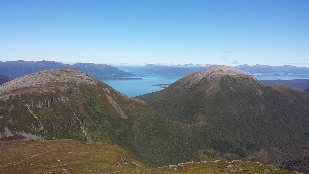 Oterfjellet og Storhaugen, bak skimtes Molde