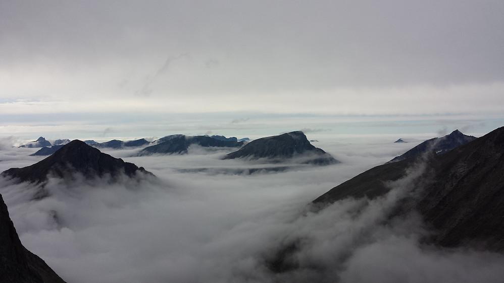 Like før turen går ned i tåkehavet i Gjølbotnen