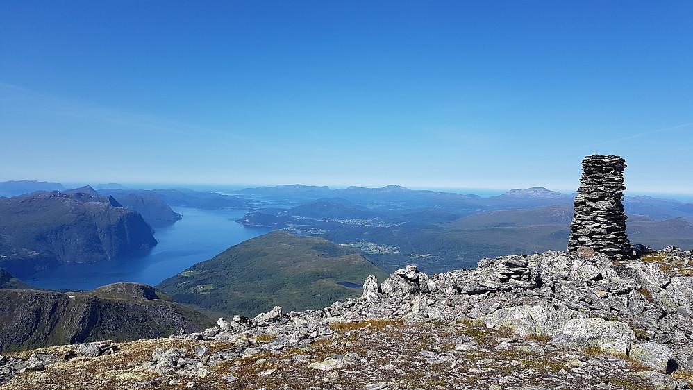 På Heimste Skorkja - mot Storfjorden