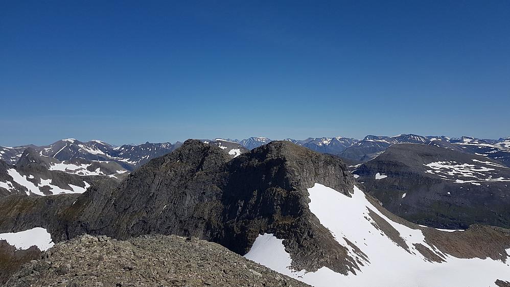 Storbotnshornet - Ørskogs minst tilgjengelige fjell. Litt kronglete klyving halvveis opp dit