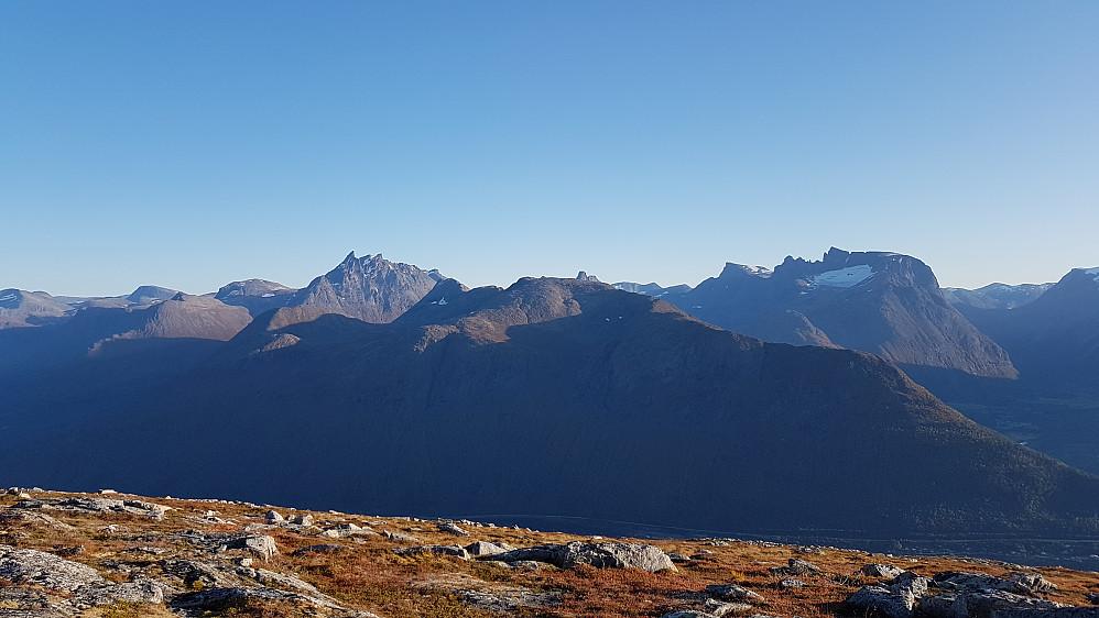 Mot kjente Romsdalsfjell