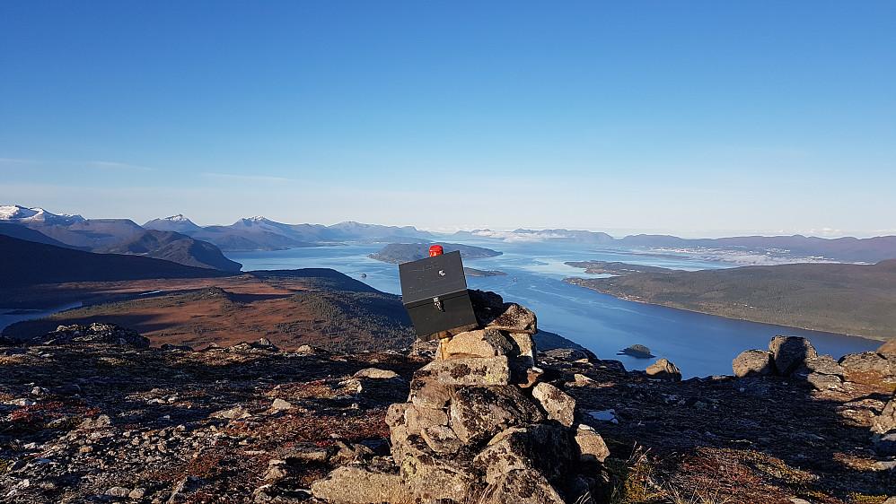 På Skarven. Eventyrlig utsikt mot Langfjorden, Romsdalsfjorden og Molde