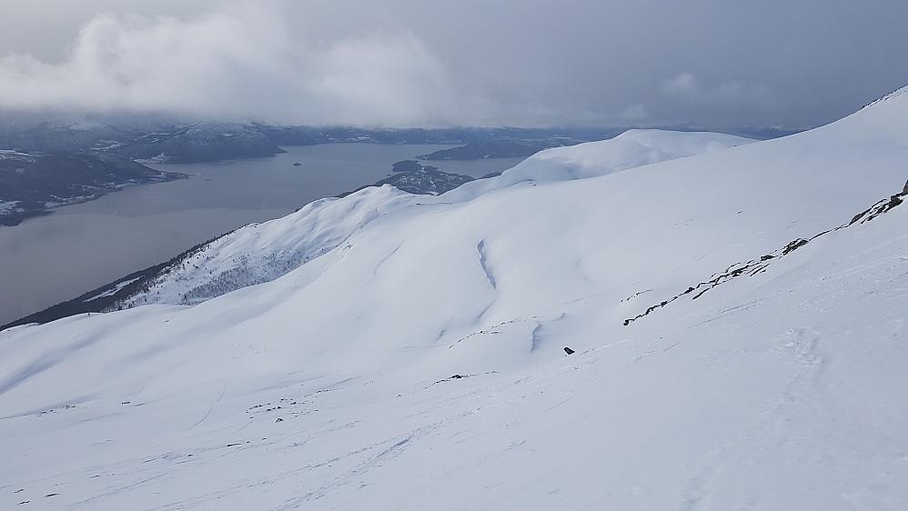På veg opp - mot Langfjorden og Vesleskåla