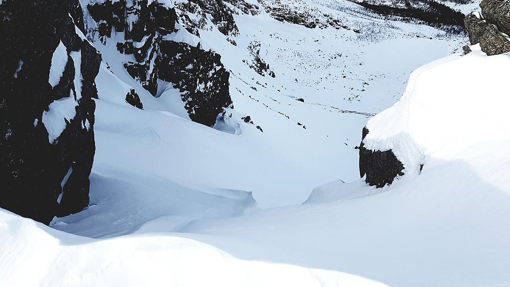 Her starter skiruta rett ned til Trollvatnet