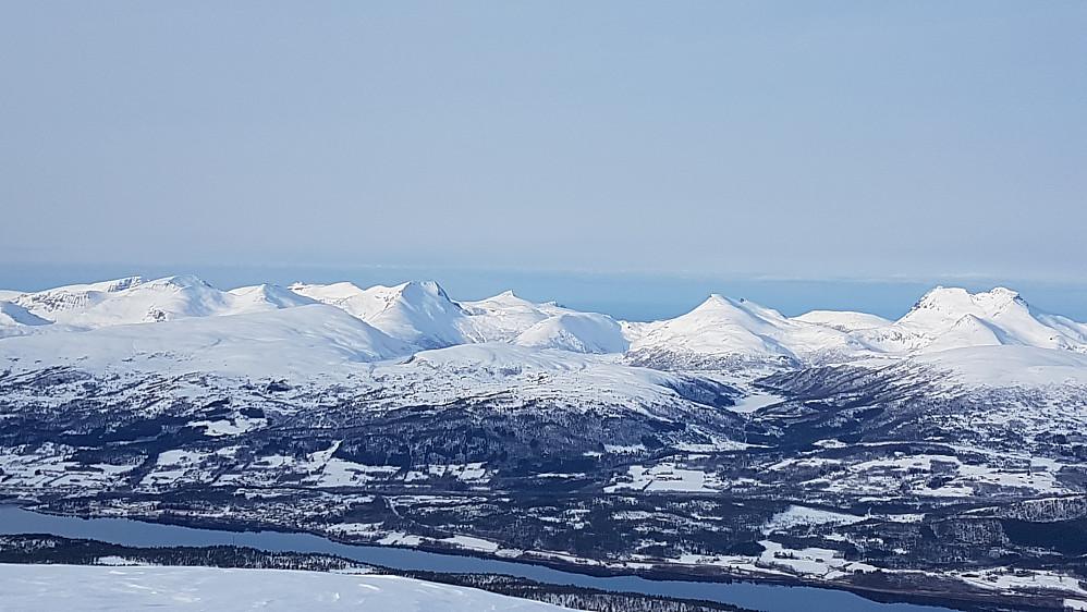 Flott tindeverden på Romsdalshalvøya