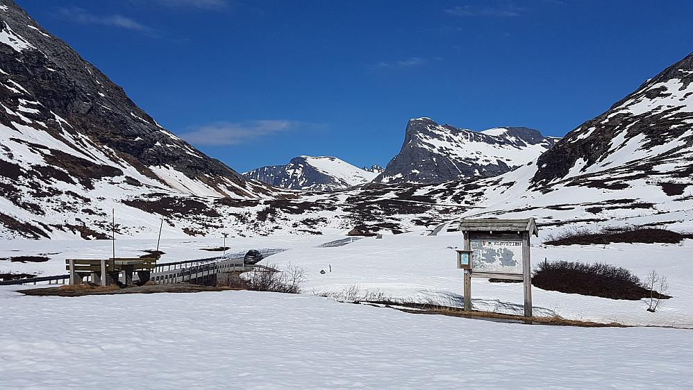 Nede på Slettvikane igjen - mot Storgrovfjellet og Stigbottshornet