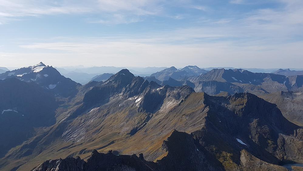 Sørover - Kolåstind til venstre