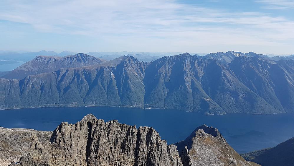 På Mohns Topp - utsikt over Hjørundfjorden