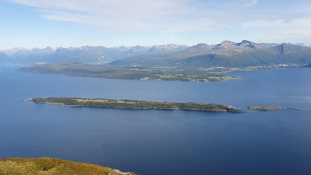 Tautra midt i Romsdalsfjorden