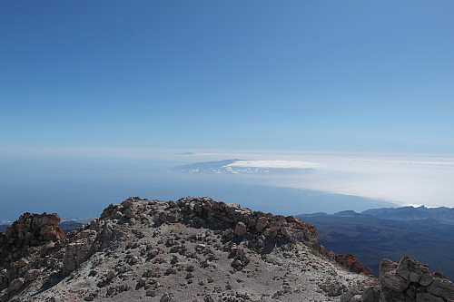 Øya La Palma kan skimtes i det fjerne.