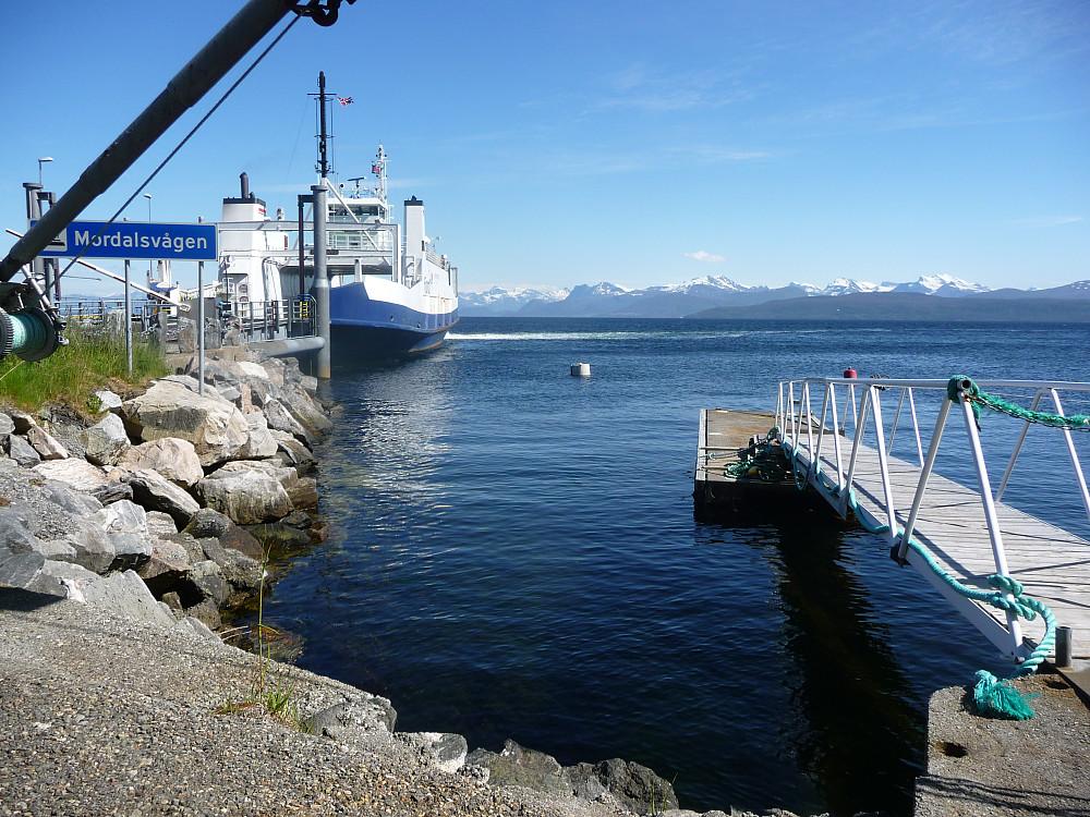Ferja som går fra Otrøya og over til Molde