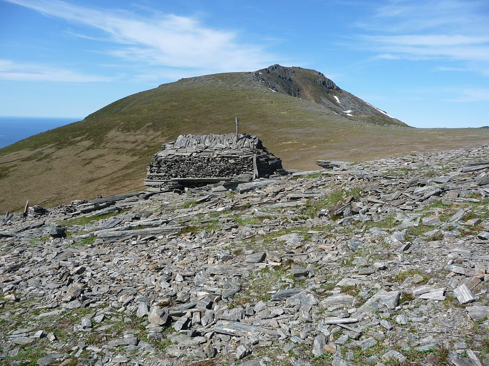 Steinhytte på fjellet