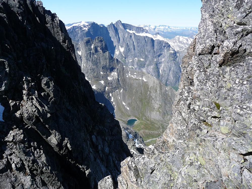 Utsikt til Trolltindan med Trollveggen og Romsdalshorn