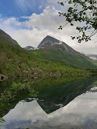 Storvasstinden sett fra Storvatnet
