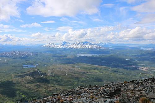 Utsikten fra toppen, Blåtindan i bakgrunnen.