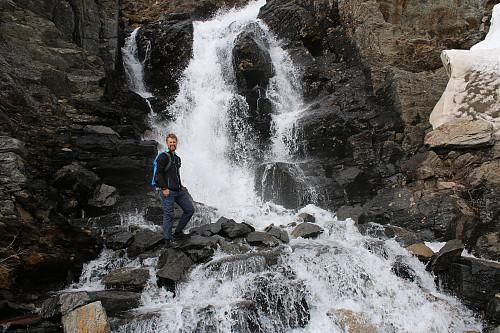 Andreas forran Nedre Olderbekken som renner ut fra Sollitindvatnet