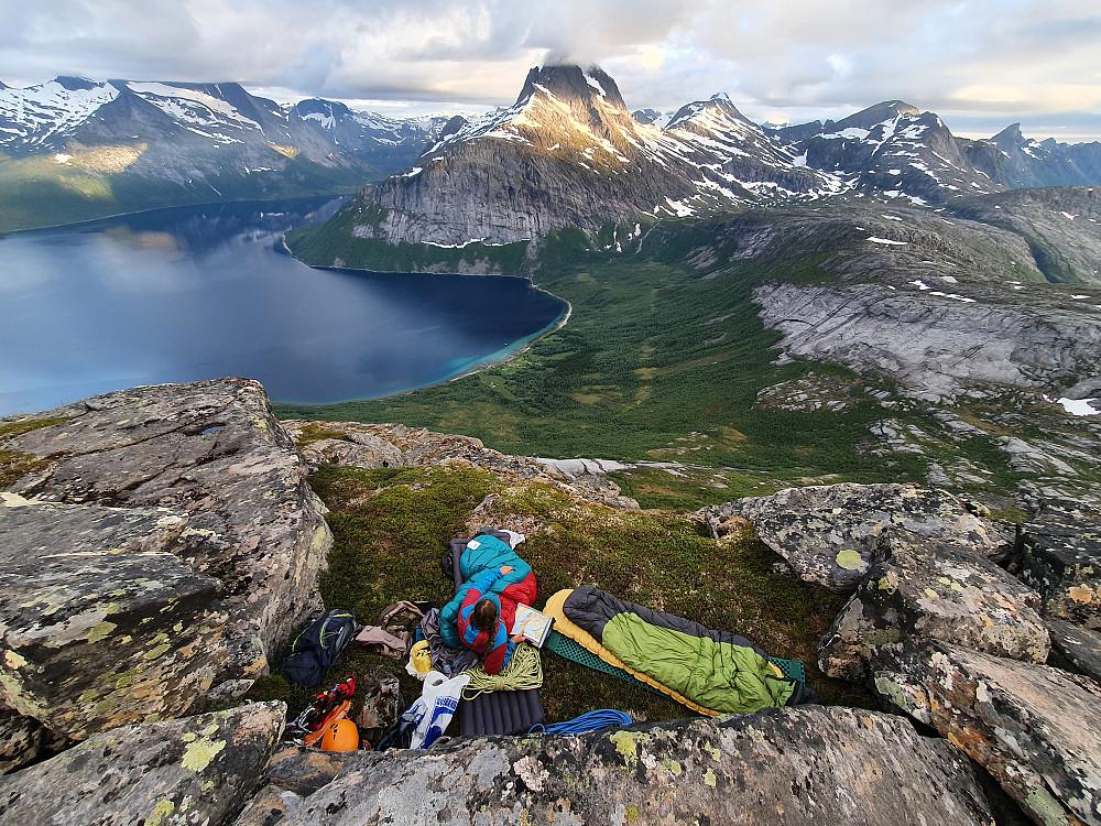 Camp like under toppen av Skeistind