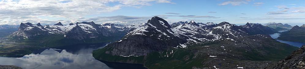 Panorama fra toppen av Skeistinden