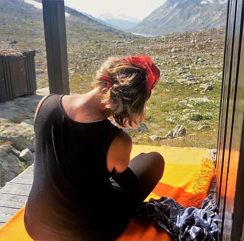 Hanne kjører fjell-yoga