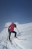 Sporty dame på toppen av Ørastolen.