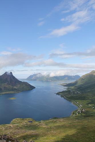 Ut Steinlandsfjorden og ut mot Skogsøya