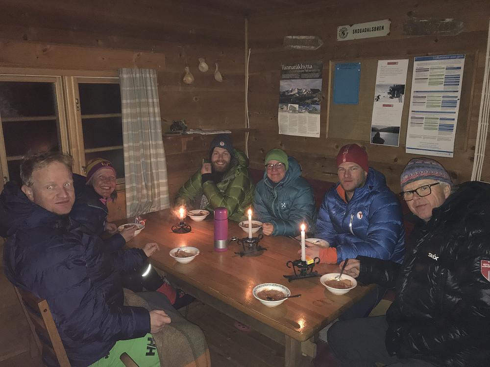 På Olavsbu mens vi fyrer i hytta og spiser Bacalao