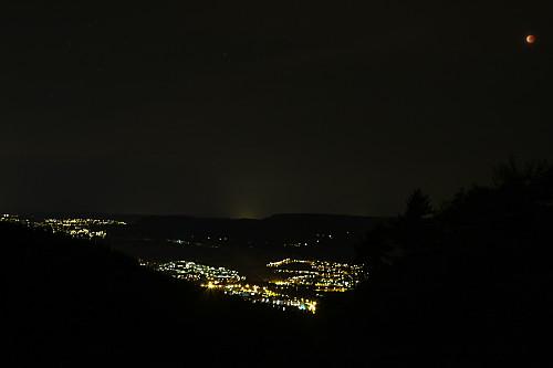 Måneformørkelsen i aksjon øst for Søndre Kolsåstoppen.