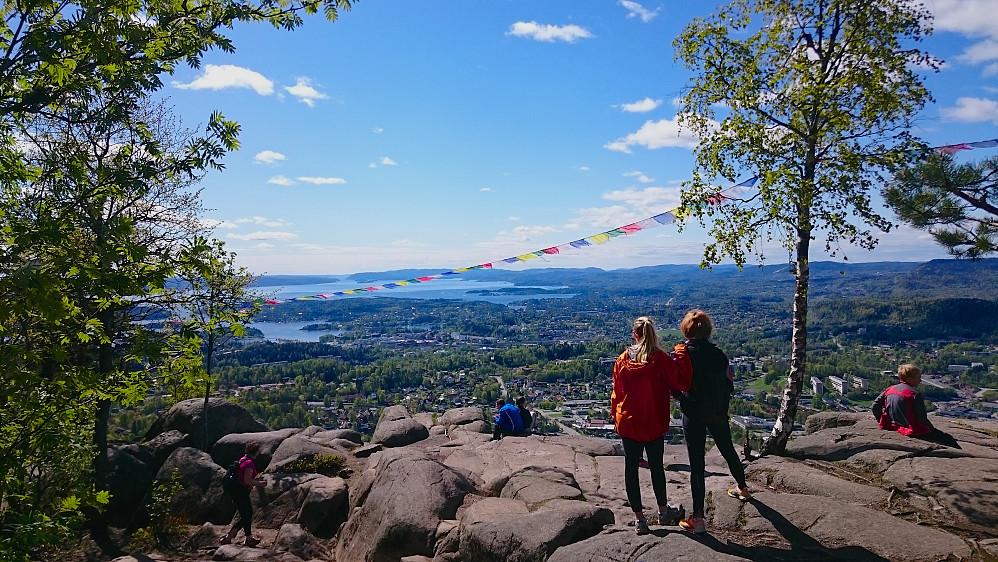 Fra utsiktspunktet på Søndre Kolsåstoppen mot bl.a. Asker og Oslofjorden