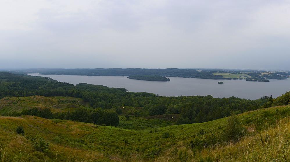 Utsikt fra Himmelbjerget mot bl.a. innsjøen Julsø