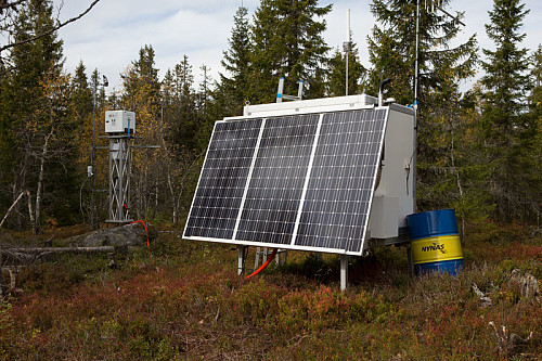 Vindmåleutstyr. Austri Vind har fått konsesjon til å forvandle villmarka i Kjølberget til vindkraftverk.