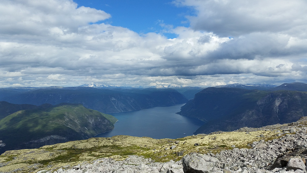 Utsikt inn Årdalsfjorden.