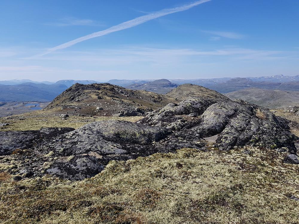 Toppunktet Bidlesteinsnosi, og fjellet nordvestover.
