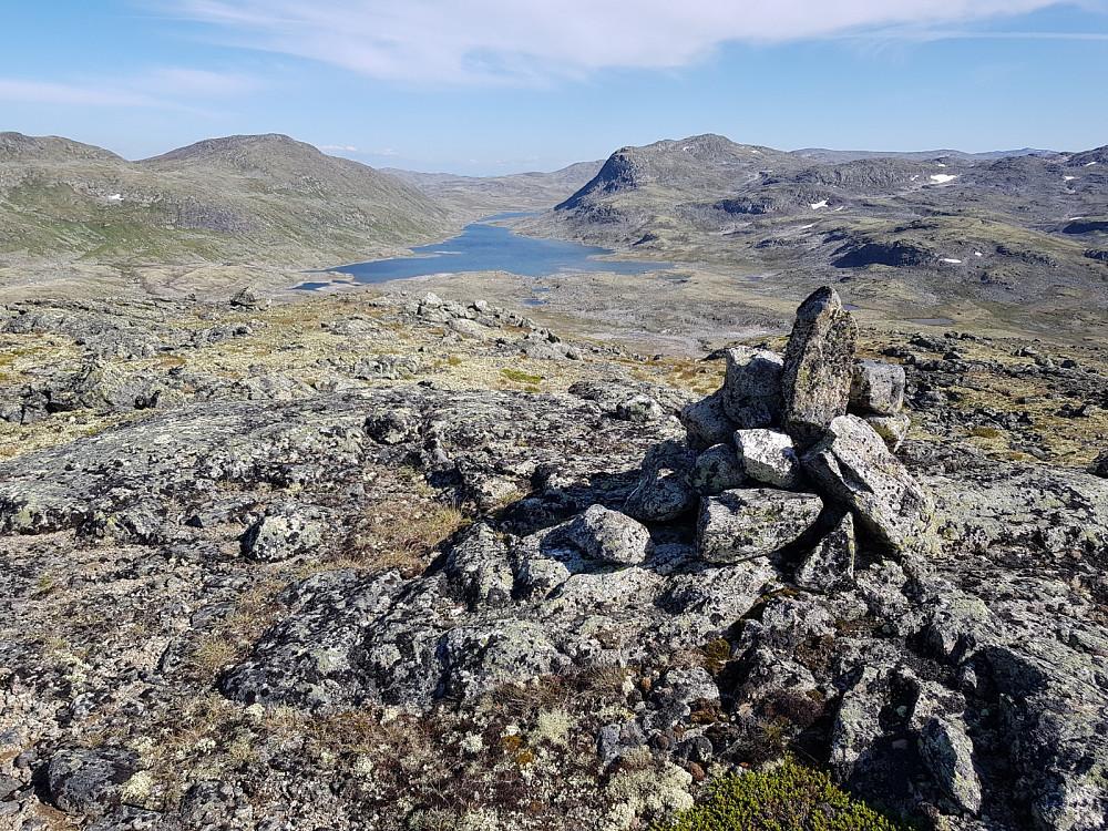 Frå Bjordalshaugen mot Mjåvatnet.