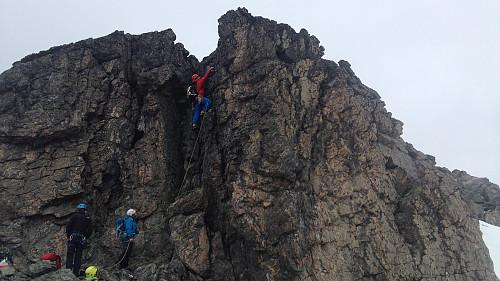 Et kort klatreopptak tidlig på traversen (foto Anders S).