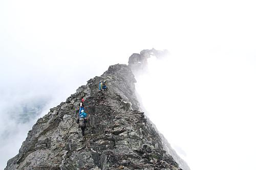 Tett tåke spesielt på østsiden, men grei rygg bortover mot Sørlige (foto Einar R).