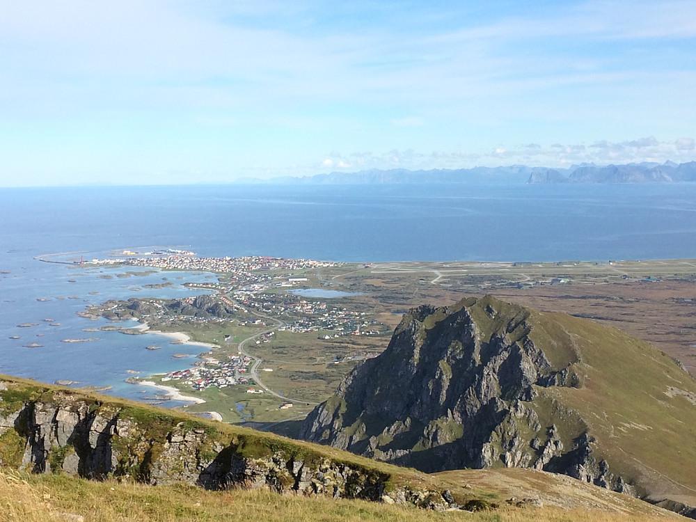 Andhue sett fra Røyken med Andenes i bakgrunnen.