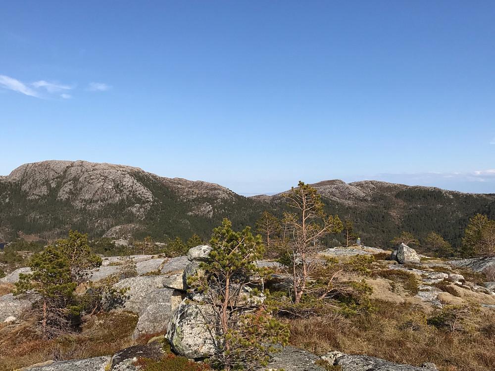 Tilbakeblikk på dagens to første topper fra Forsnestua.