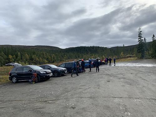 Alle biler er på plass.