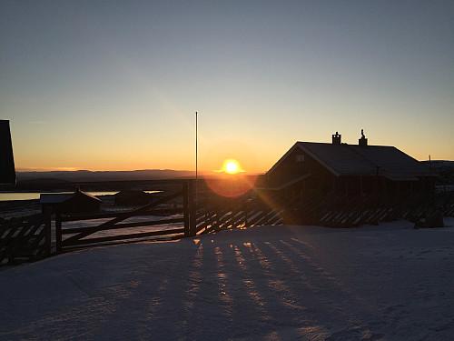 Solnedgang kl. 16 ved Skreddalen.