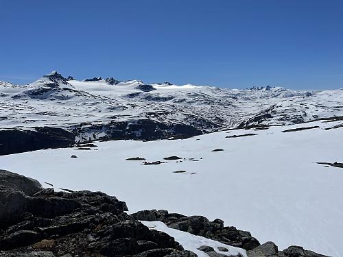 Fra Dumhøe (1634 m) mot Smørstabbtindmassivet i sydøst.