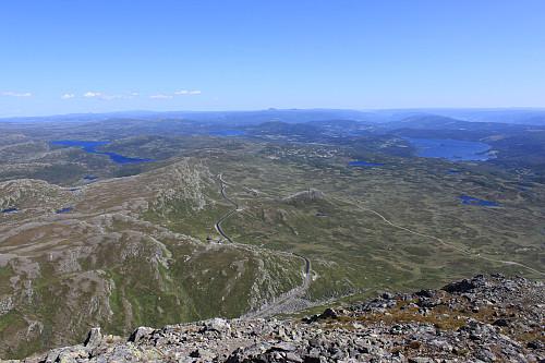 Panoramautsikt sydøstover nedover Valdres fra toppen av Bitihorn (1607 moh).