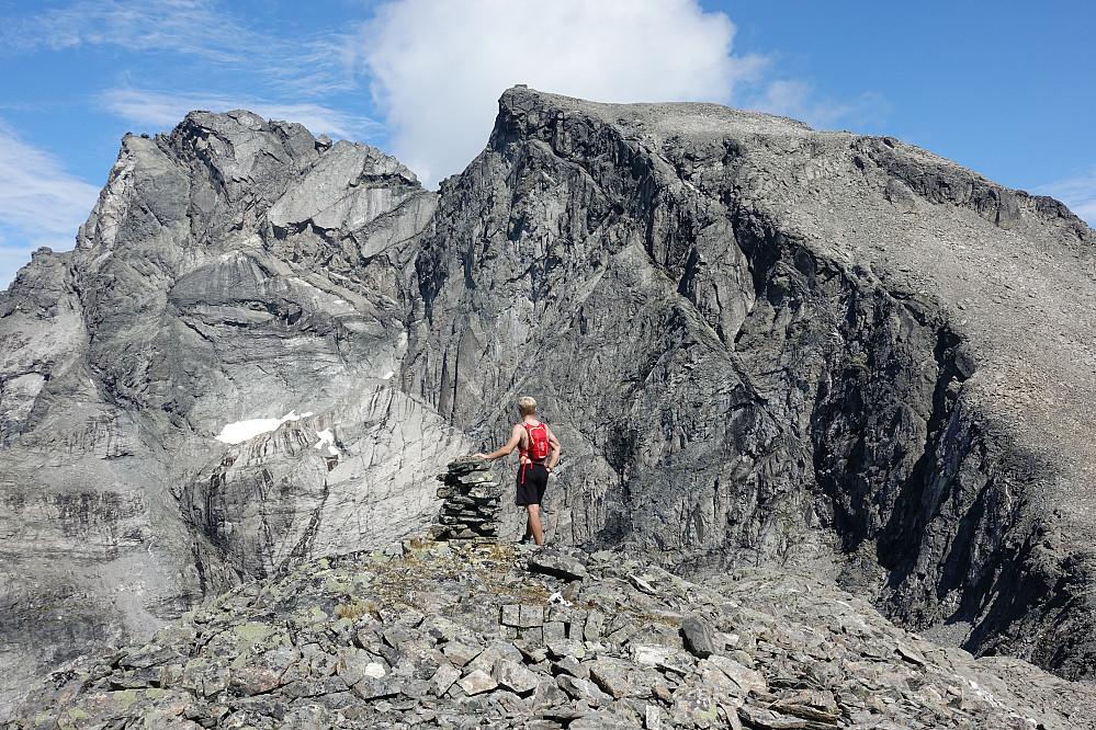Fra Søre Kalskråtinden med de store toppene bak.