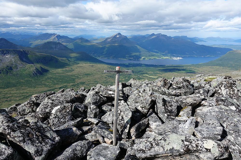 Fra Midttinden retning Tresfjorden. Mange kjente turmuligheter i området rett fram.