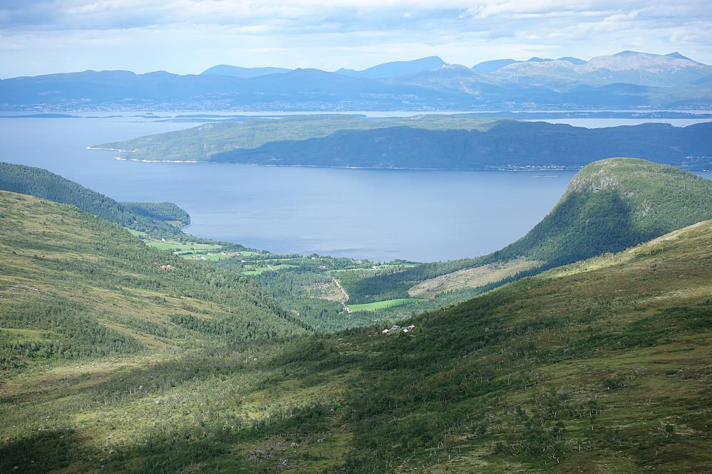 Fra Storkroken sett nedover Reistaddalen og Fjellsetra i forkant.
