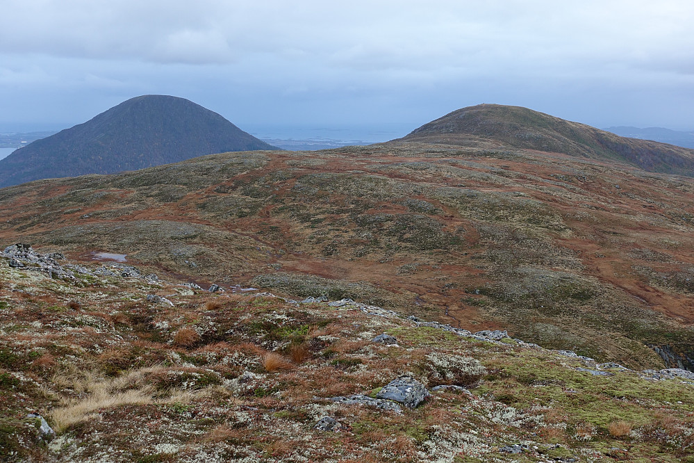 Klassisk utsikt fra Storfjellet mot Nonsfjellet, Valltua og Jendemsfjellet.