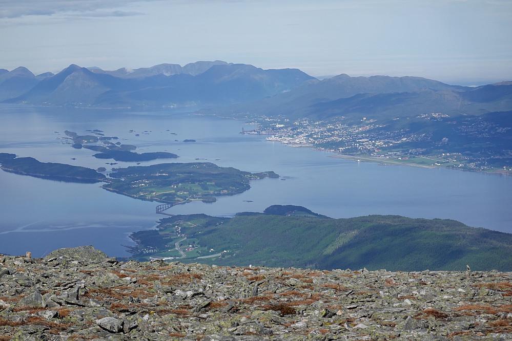 Fra Skåla mot Bolsøya og Molde sentrum.