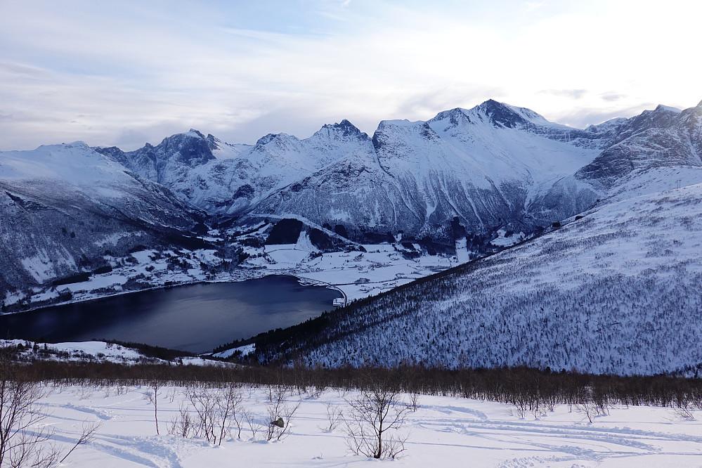 Viktig å snu seg innimellom, her et tilbakeblikk mot Innfjorden.