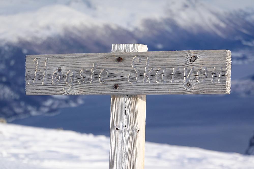 Høgste Skarven, Isfjorden i bakgrunnen.