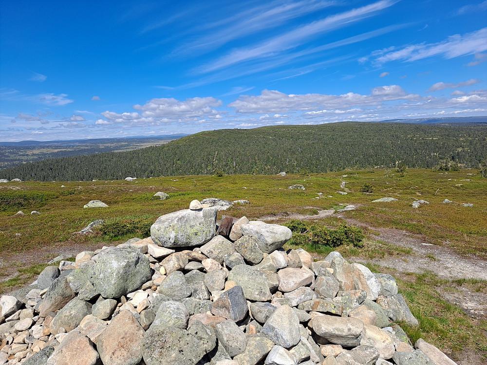 Samme sted, ser mot Sollifjell, Mostfjell og Snørvillen